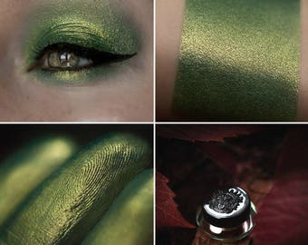 Eyeshadow: Fugitive from Justice - Mountain Thorp. Dark green eyeshadow by SIGIL inspired.