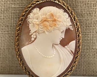 Large Antique  Beautiful Victorian Hand Carved White Shell And  14K Yellow Gold Cameo Pendant/Pin !!!