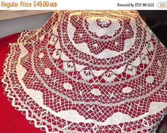 Summer sale -20% White bobbin lace round  tablecloth, handmade. European vintage from 1970'.