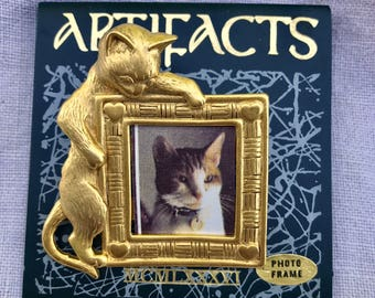 Artifacts 1986 Goldtone Cat Frame Brooch, kitty pic!