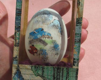 Vintage Asian Hand Painted Egg Glass Shadow Box Made In Taiwan