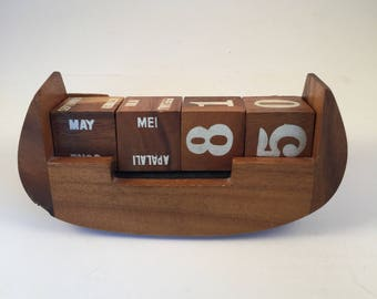 Wooden Hawaiian Desk Calendar by Sorensens The Wood Carver
