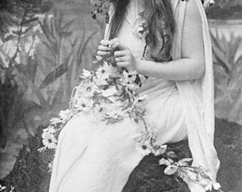 """Mignon Nevada as """"Ophelia"""", 1910"""
