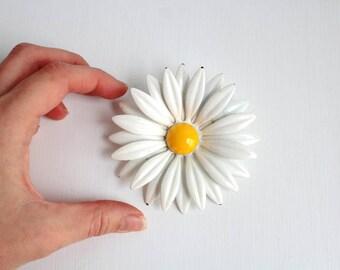 Daisy Brooch, Daisy Pin, White Daisy Brooch, White Daisy Pin, Enamel Daisy Brooch, Enamel Daisy Pin, Flower Brooch, Flower Pin, Large Daisy