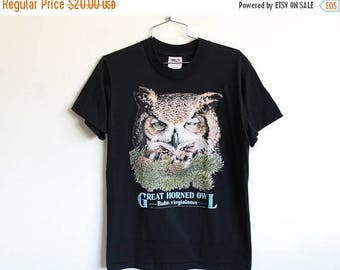 ON SALE MEDIUM Vintage 1990s Great Horned Owl Graphic T-Shirt