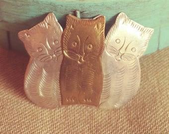 Three Little Kittens Pin