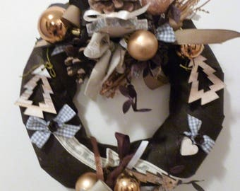 chocolate Christmas wreath, wood, gingham, pine trees: Christmas Courchevel