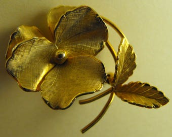 Giovanni gold tone Pansy brooch