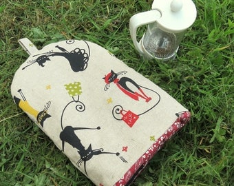 A cafetiere cosy with a cats design.  Size small, to fit a 2 cup cafetiere.  Coffee cosy.