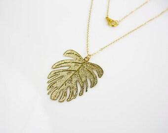 Monstera leaf - gilded necklace B11