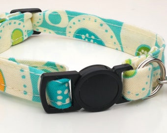 Blue Blurb with breakaway safety clasp