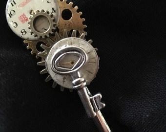 STEAMPUNK The Time Key Brooch