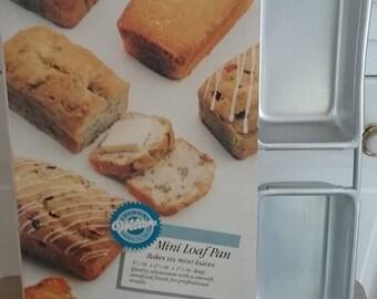 Wilton Mini Loaf Pans - Set of 6 in One Pan
