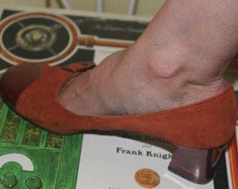 1960's 70s Size 7 Burnt Orange Miss Bally Suede Patent Leather Reptile Pattern Heels Pumps Shoes