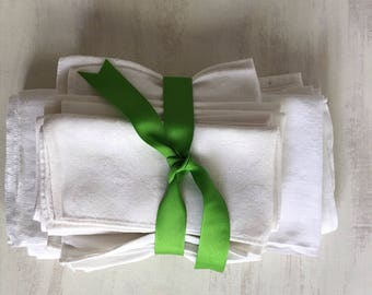 A Collection of 11 White Linen Orphan Dinner Napkins