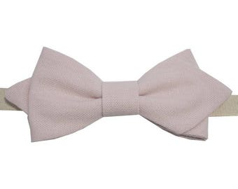 Soft pink bowtie with sharp edges
