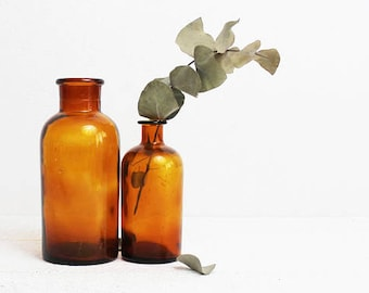 Antique Apothecary Jars, Vintage Amber Glass Bottles, Apothecary Shelf Decor, Antique Bottles, Amber Bottles, Antique Apothecary Cabinet