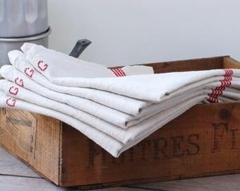 Lot de huit torchons en métis écrus, liseré rouge et lettre G et F au point de croix, torchon vintage Français