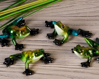 Resin frog statue for collection. Length 2 inches