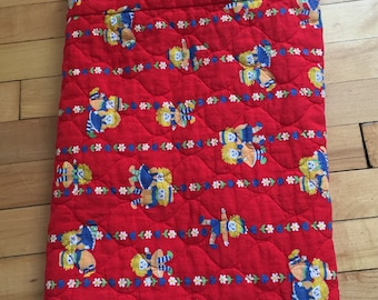 Vintage 1970s Handmade Red Floral Raggedy Ann & Andy Baby Quilt Blanket!
