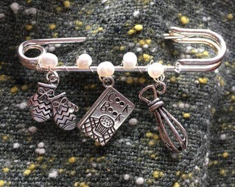 "Chief Cook's Kilt Pin Brooch with Freshwater Pearls -3"" kilt pin and cooks charms"