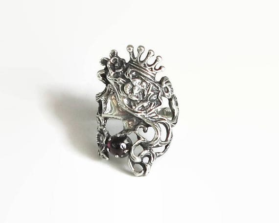 Sterling silver ring with face of princess wearing a crown and flowers in her hair, red cabochon garnet, small size - L / 5.75