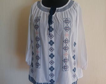 Vintage Womens White Embroidered Blouse - Size XLarge