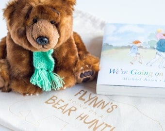 We're Going On A Bear Hunt Gift Set, Personalised Book Bag with Toy and Story Book (OHSO728 -1E4)