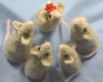Needle Felting Kit Chris Mouse and Family for beginners make 5 little Mice, Christmas Mouse, Family, Fun, Collectible, Decoration