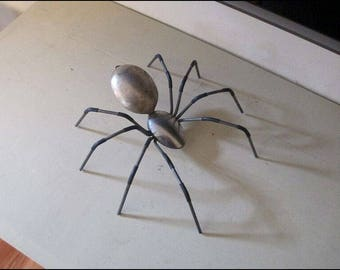 Metal Spider Figure / Sculpture ~ Steel Body and Legs ~ Realistic Looking