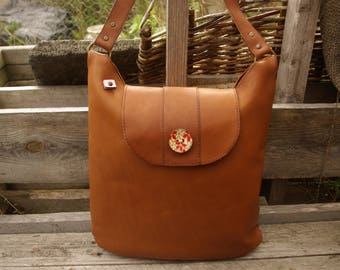 Handbag brown leather with its wooden buttons
