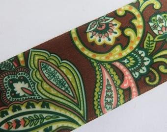 Ribbon satin paisley pattern on Brown background