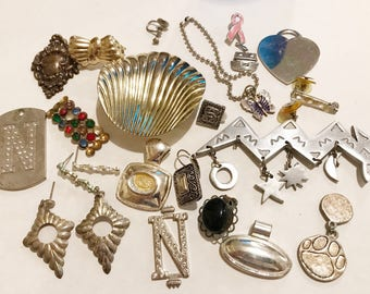 Jewelry PiecesVintage Assemblage Lot all in Photo