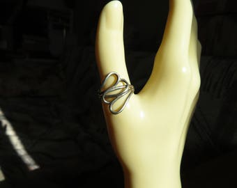 Handcrafted Sterling Silver Intertwined Heart Size 7.5, Weight 2.5 Grams