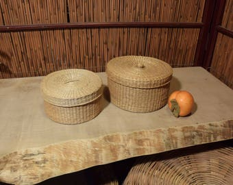 Vintage Chinese Straw Basket with Lid Cover in  Set of 2 Round