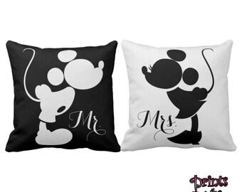 Disney Mickey And Minnie Kissing Bride Groom Pillow Set/Mr And Mrs Pillow Wedding Set/Disney Wedding Gift/Disney Couple Pillows Gift