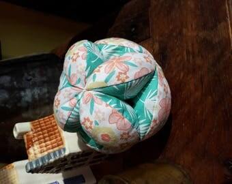 balle de préhension en tissu  inspiration Montessori