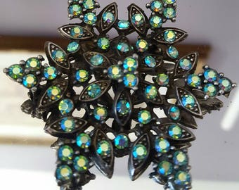 Beautiful Vintage Brooch Green/blue