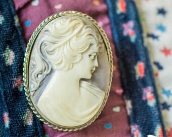 SUMMER SALE Vintage Framed Cameo Brooch