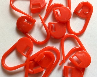 25 mini red plastic pins