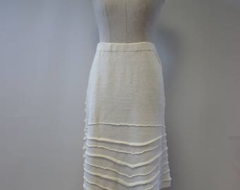 The hot price. Knitted white linen skirt, M/L size.