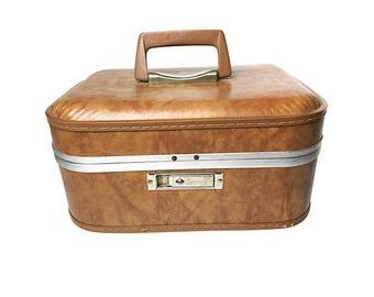 Vintage midcentury train case / makeup case