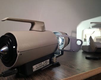 1960 's Vintage Slide Projector ILFORD ELMO CS   Made in Japan, - very nice condition.Boxed and working.