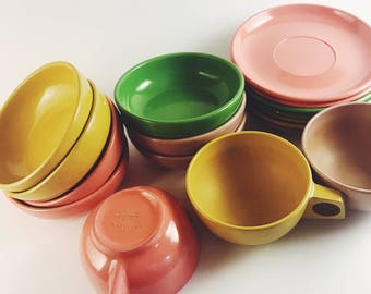 1950s Harmony House 17-piece mid century melmac - plastic - melamine pink, green, yellow picnic dish set for vintage camper or camping