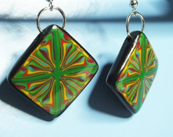 Green design earrings multicolor