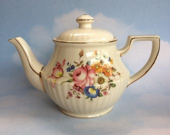 Pretty Floral and Gold Sadler Vintage 4-5 cup Teapot