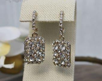 FAST SHIPPING!! Beautiful Gold Swarovski Crystal Earrings, Bridal Earrings, Mother of the Bride, Bridesmaid Earrings, Sweet 16 Earrings