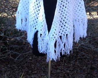 Vintage CROCHETED SHAWL, Fringed White, 1970s Hippie Boho Chic, Gypsy Bohemian, Festival wear, Triangular Scarf Wrap, woven Yarn Tassels