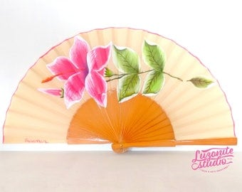 SPRINGTIDE Abanico beige with a hibiscus flower and leaves, hand painted Spanish fan hand painted wood