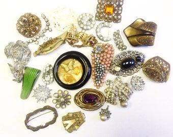 Lot of broken antique and vintage jewellery for harvesting, repurposing, jewellery making, crafts.